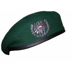 Берет с кокардой Австрия, Зелёный, б/у.